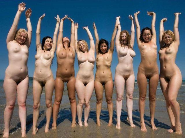 Nudiste sulla spiaggia