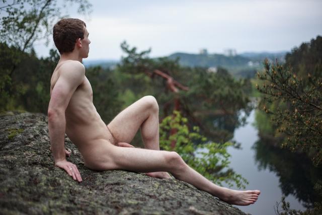 Nudo sul fiume