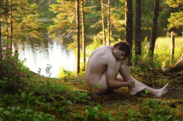 Ragazzo nel bosco