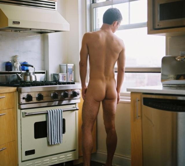 Nudo in cucina