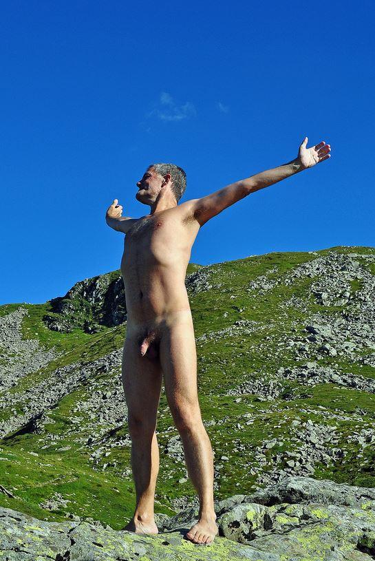 Nudo e libero