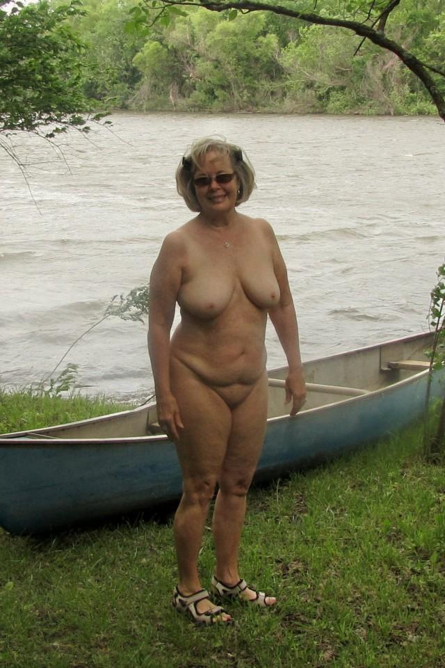 Una nudista