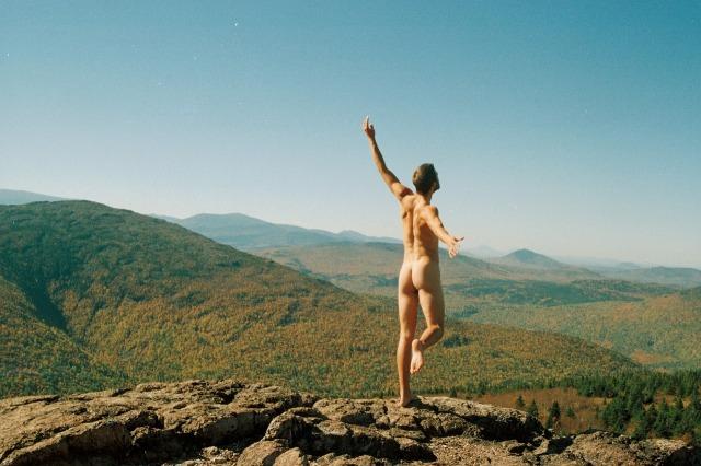 Sono nudo! Sono nudista!