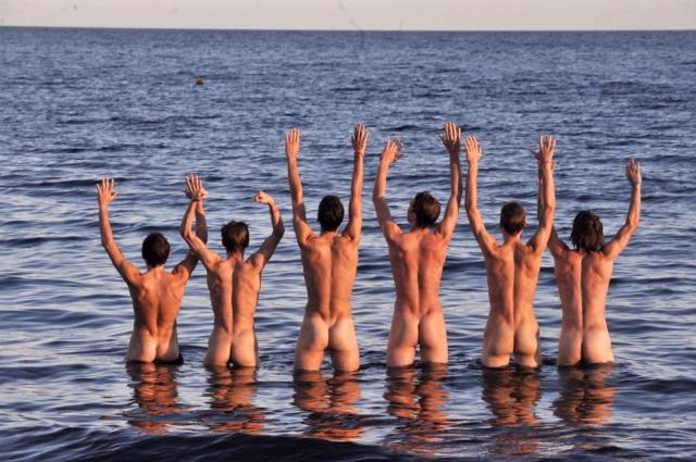Evviva il nudismo!
