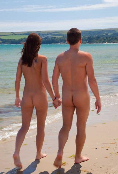 Nudi sulla spiaggia
