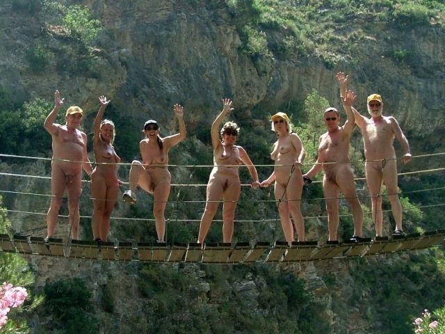 Nudità sociale