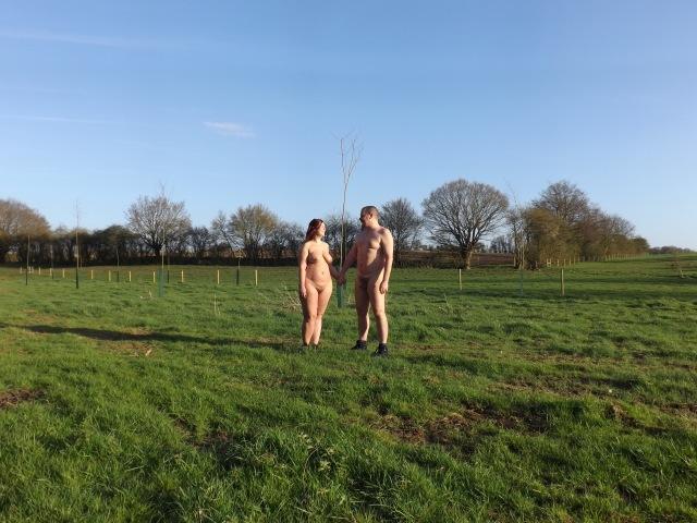 Nudi in campagna