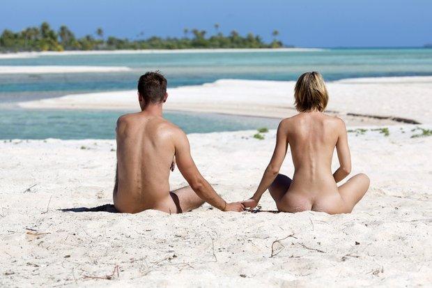 Nudisti insieme