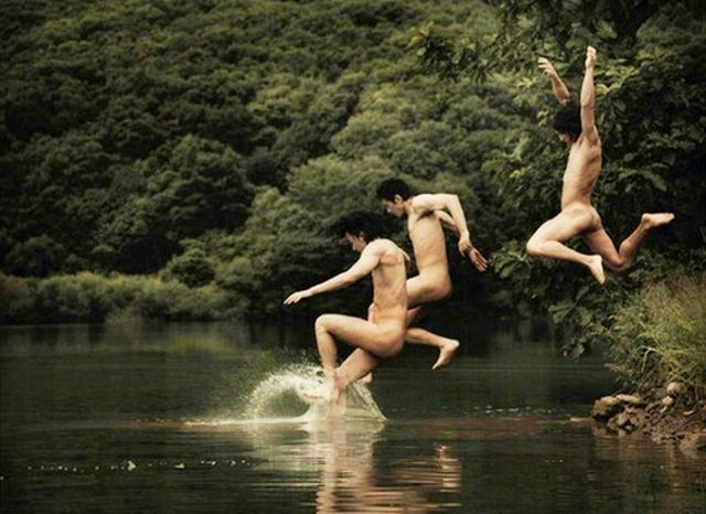 Il bello del bagno nudo