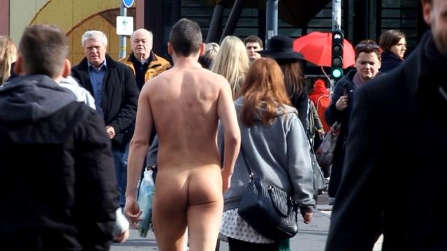 Nudità nei luoghi pubblici