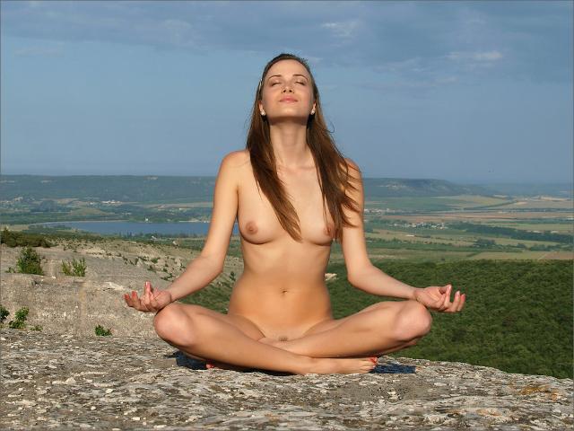 Yoga nudi