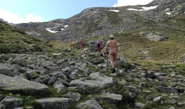 Escursione in nudità