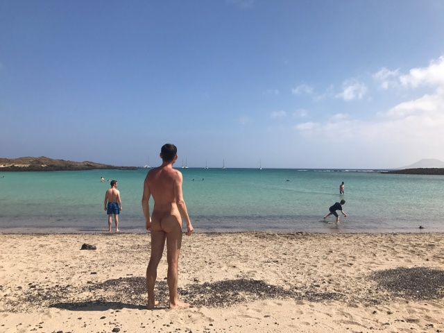 Nudo su una spiaggia clothing optional